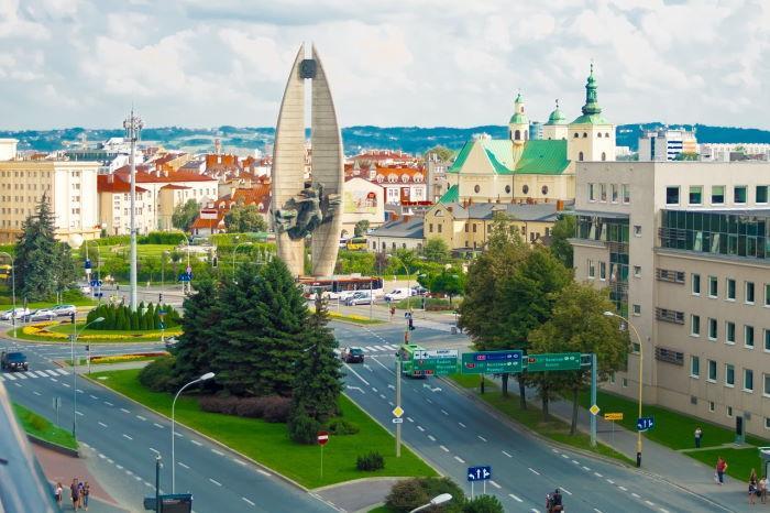 UM Rzeszów: Punkt szczepień w Hali Podpromie