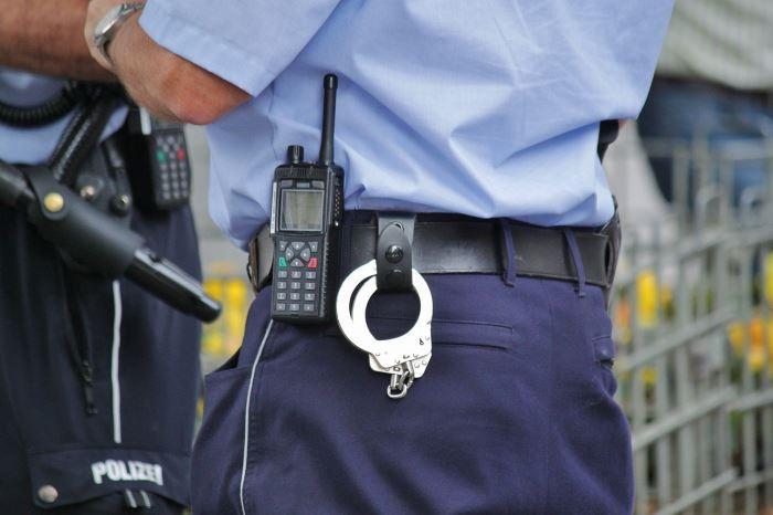 Policja Rzeszów: Złodziej podczas ucieczki zgubił skradzione rzeczy i swój telefon komórkowy